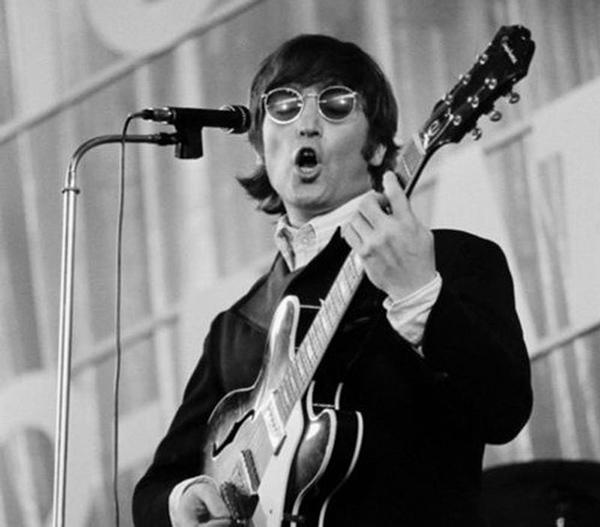 جان لنون از گروه بیتلر از تاثیرگذارترین سانگ رایترهای تاریخ موسیقی