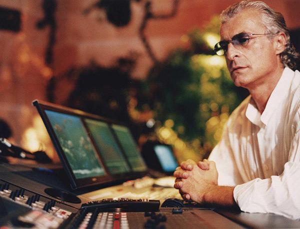 Michael Cretu رهبر گروه انیگما از معروفترین گروههای آهنگسازی