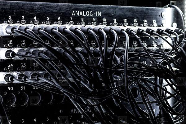 کابل های انتقال صدا در استودیو موسیقی مورد استفاده قرار میگیرد