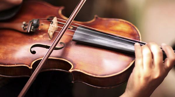 نواختن ویولن با آرشه
