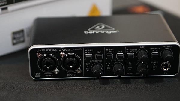 کارت صدای Behringer U-Phoria UMC204HD USB 2.0 گزینهی مناسبی برای شروع کارتان میباشد.