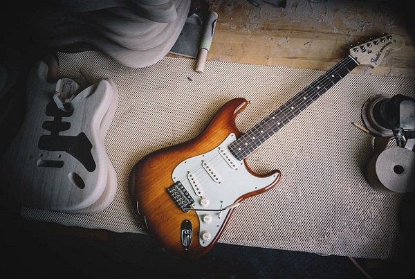 stratocaster guitar features